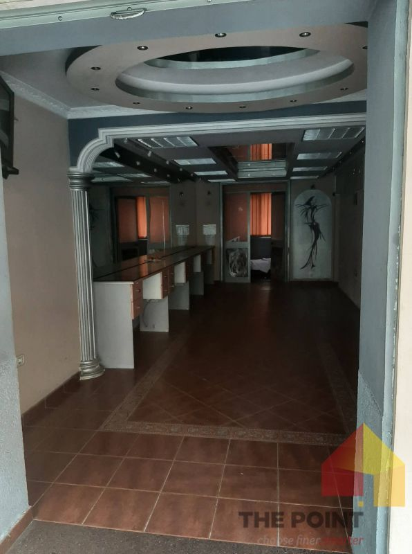 Commercial space for rent in Bllok.